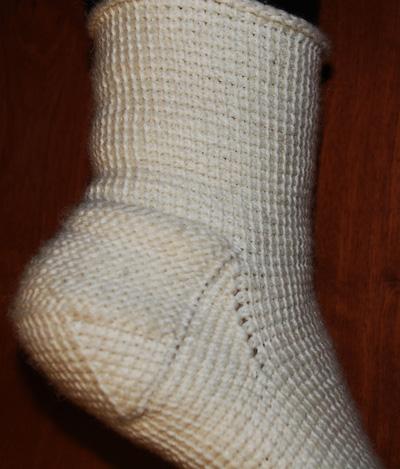 Красивые носки крючком. бесплатно здесь.  Все в очень хорошем. вязание...